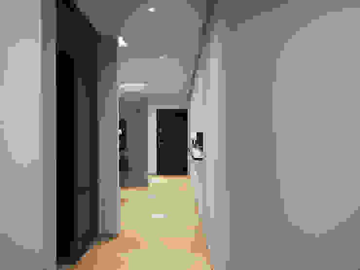 Apartment in Tomsk EVGENY BELYAEV DESIGN Modern corridor, hallway & stairs
