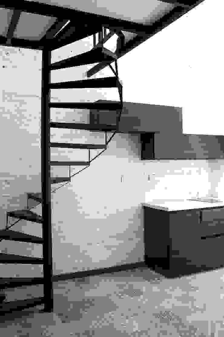 Apartamento 5 Salas de estilo industrial de ESTUDIO DUSSAN Industrial