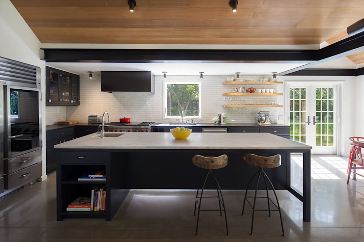Shelter Island Country Home Industrial style kitchen by andretchelistcheffarchitects Industrial