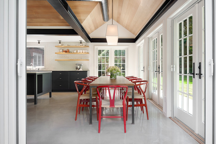 Shelter Island Country Home andretchelistcheffarchitects Industrial style dining room