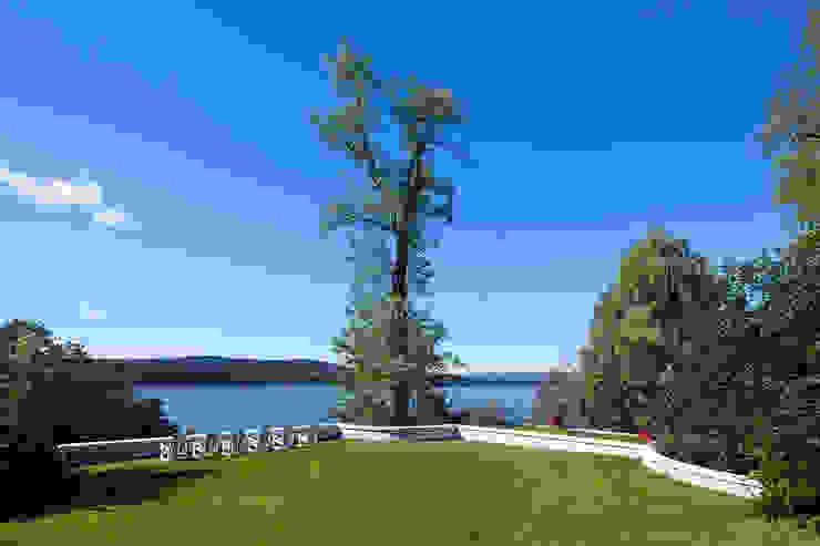 Hudson Valley Spa Modern Garden by andretchelistcheffarchitects Modern