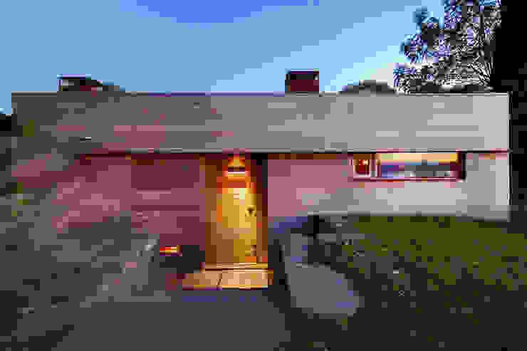 Chalés e casas de madeira  por andretchelistcheffarchitects