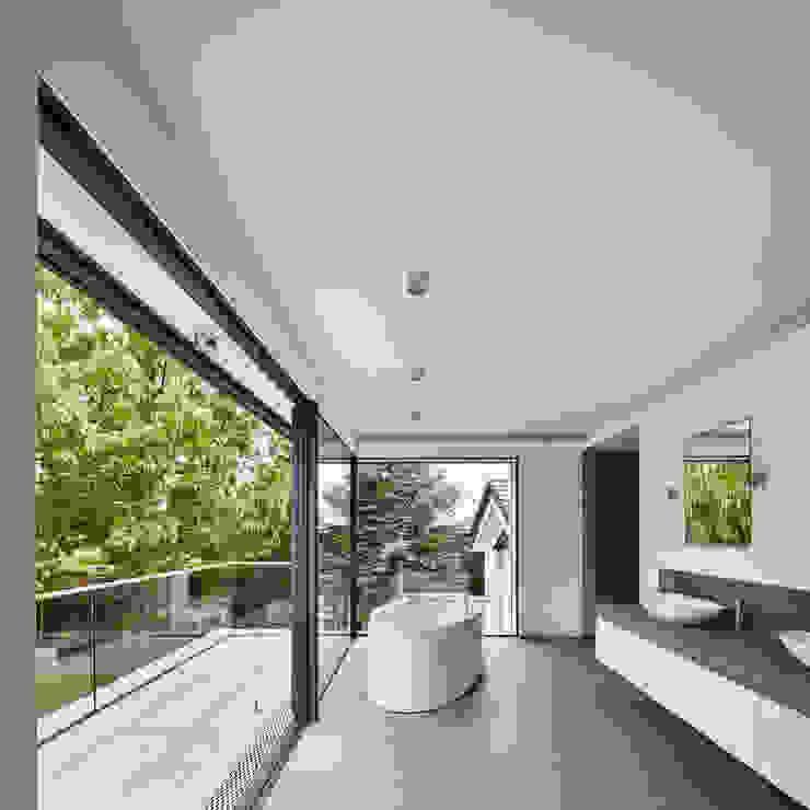 Master Bathroom BENJAMIN VON PIDOLL I ARCHITEKTUR Minimalistische Badezimmer