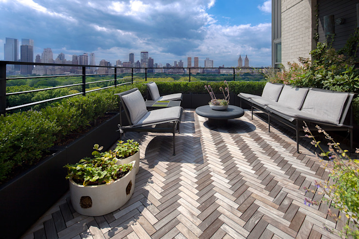 Upper East Side Apartment Modern balcony, veranda & terrace by andretchelistcheffarchitects Modern