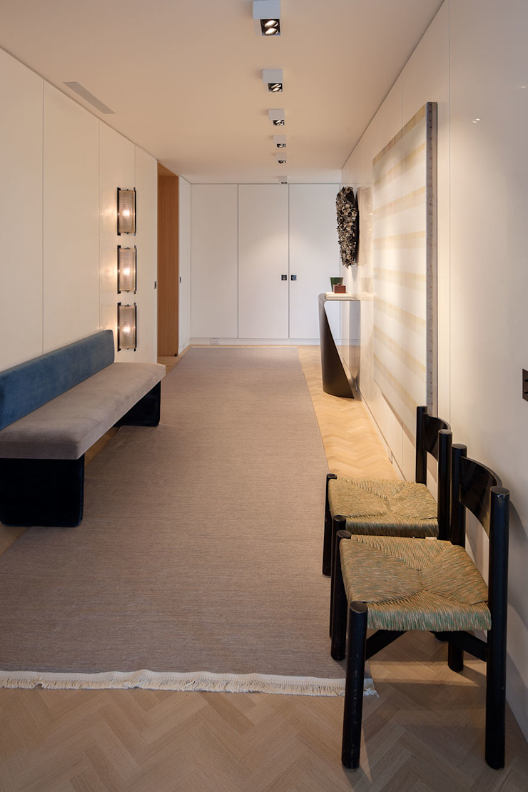 Upper East Side Apartment Modern Corridor, Hallway and Staircase by andretchelistcheffarchitects Modern