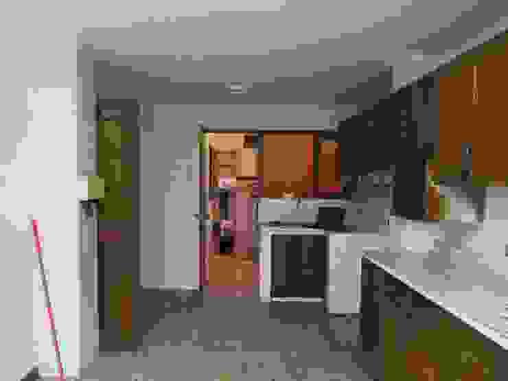 Proy. Precursores – San Miguel, Lima Cocinas de estilo moderno de Kuro Design Studio Moderno