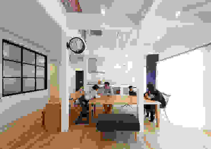 Ruang Makan Gaya Skandinavia Oleh atelier m Skandinavia