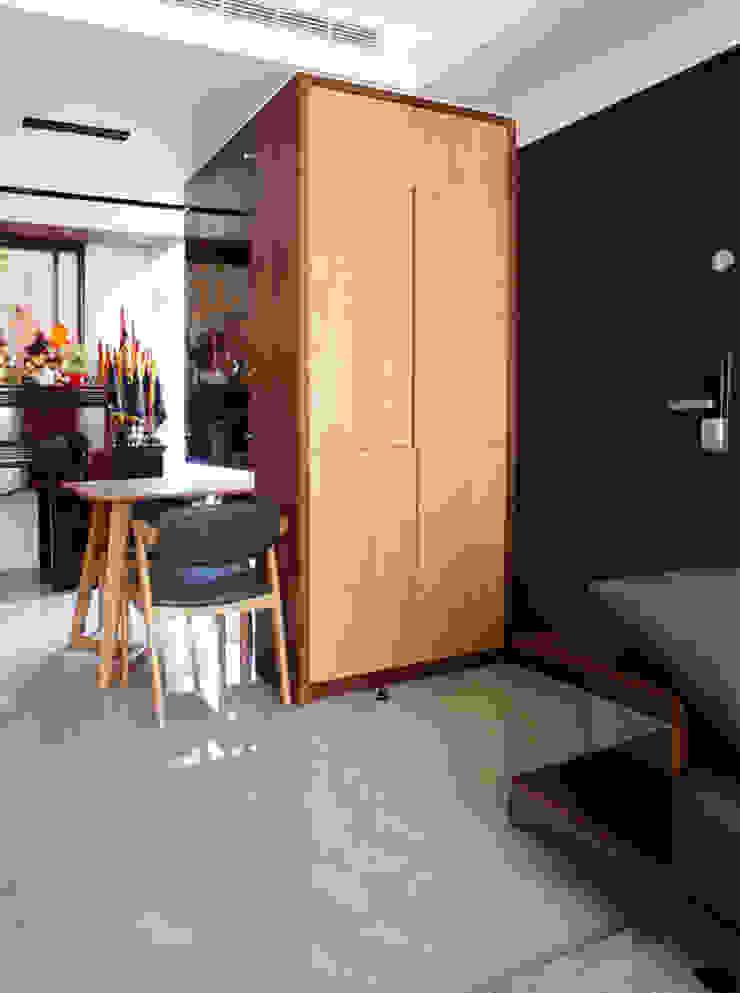 全室案例-新北市黃宅 現代風玄關、走廊與階梯 根據 ISQ 質の木系統家具 現代風