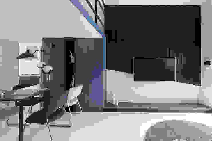 爵士藍調 现代客厅設計點子、靈感 & 圖片 根據 寓子設計 現代風