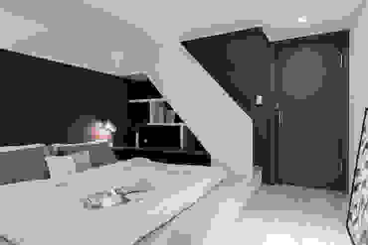 Moderne Schlafzimmer von 寓子設計 Modern