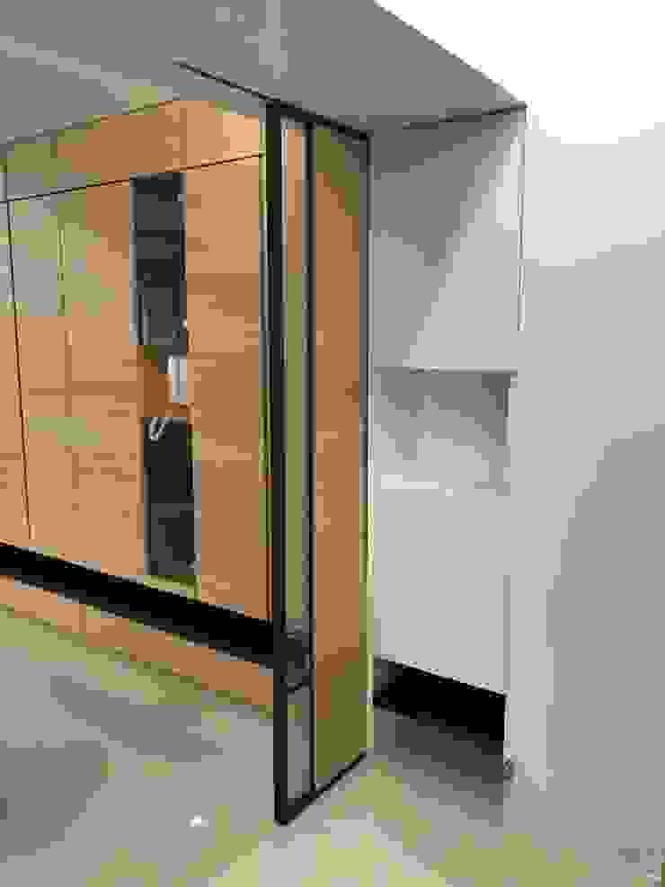 楠梓住宅 現代風玄關、走廊與階梯 根據 清石空間設計工作室 現代風 木頭 Wood effect