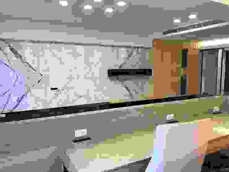 楠梓住宅 现代客厅設計點子、靈感 & 圖片 根據 清石空間設計工作室 現代風 大理石