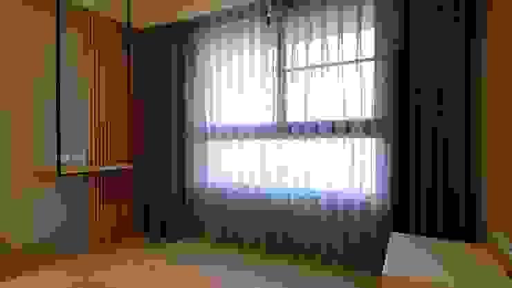 楠梓住宅 現代浴室設計點子、靈感&圖片 根據 清石空間設計工作室 現代風 實木 Multicolored