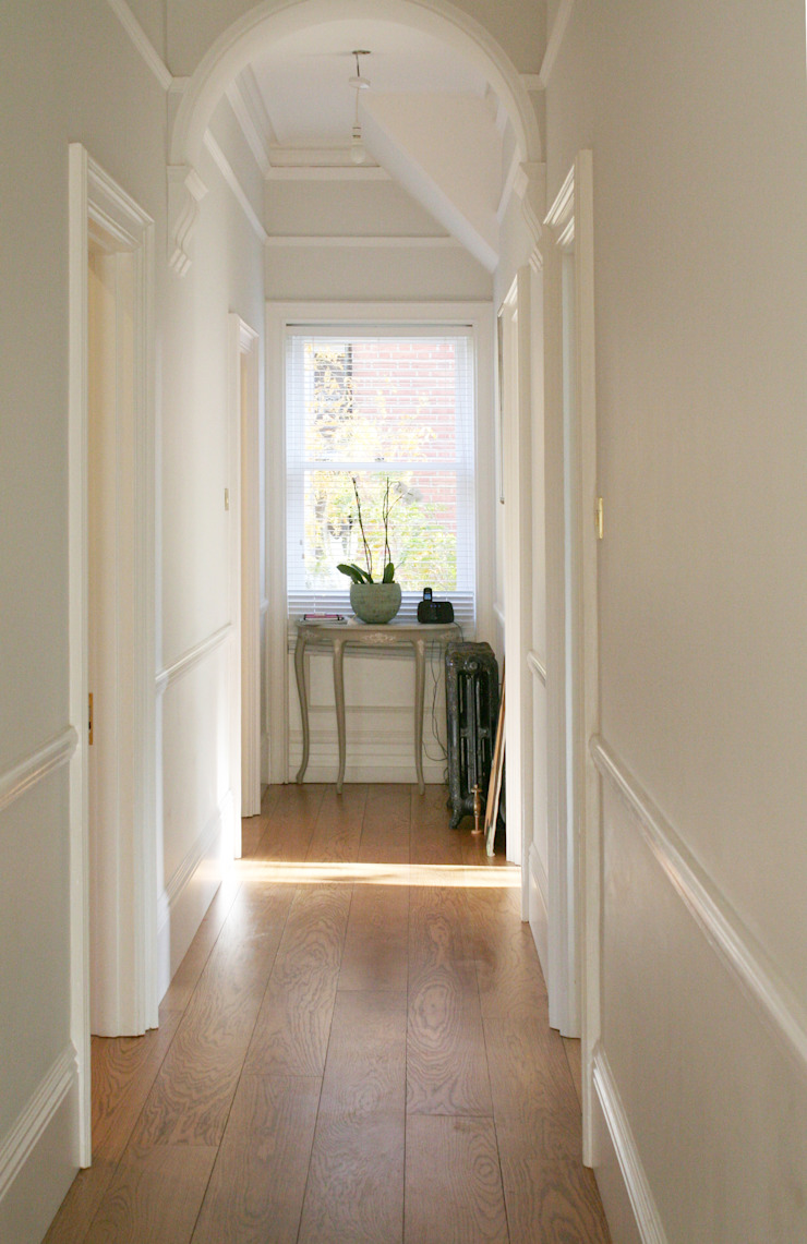 Apartment in West Kensington #2 Classic style corridor, hallway and stairs by AR Architecture Classic