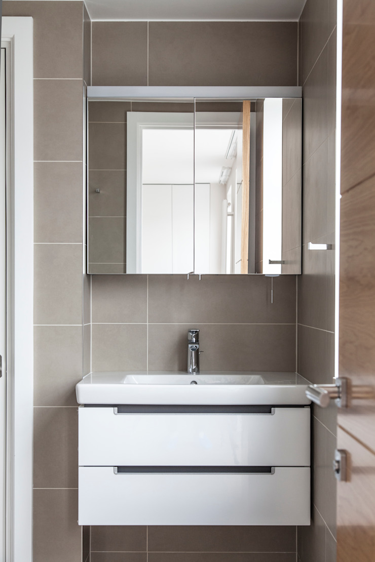 Penthouse Apartment in Docklands Minimalist style bathroom by AR Architecture Minimalist