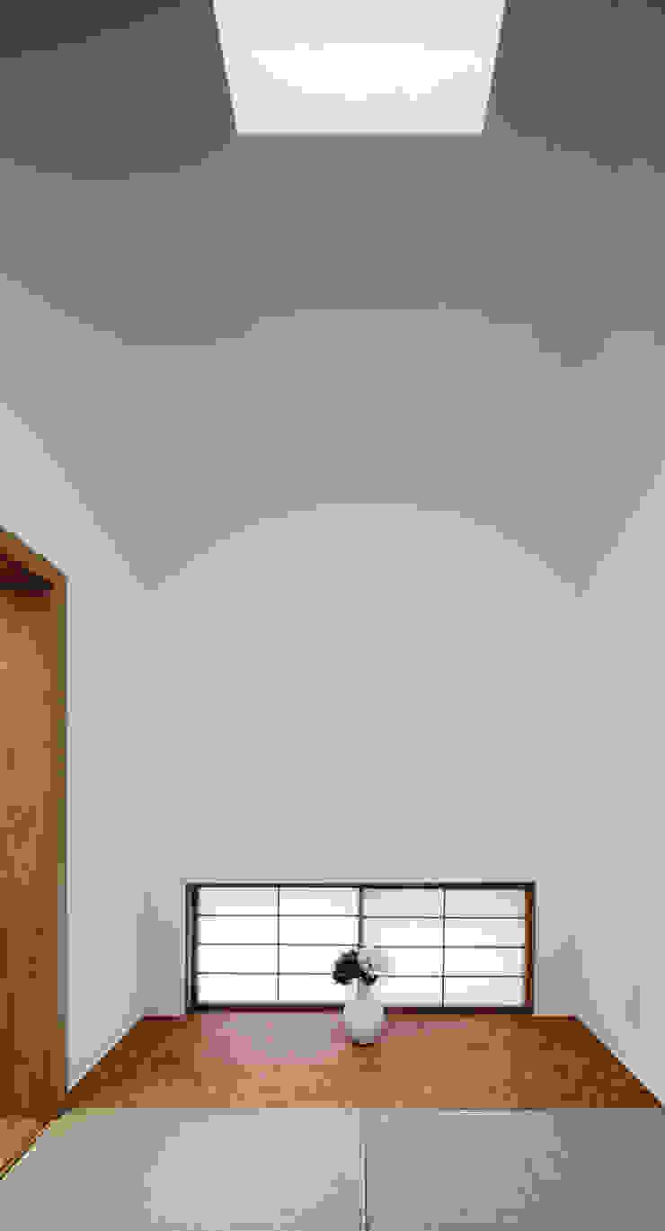 アトリエ スピノザ Modern style media rooms