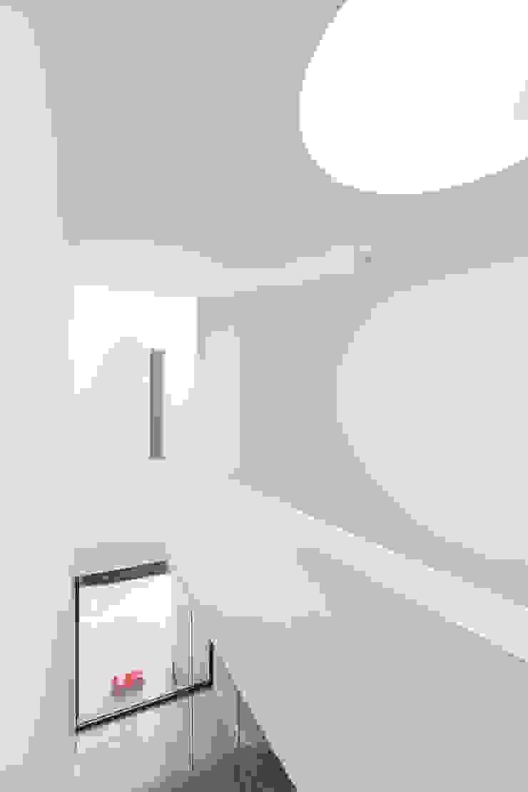 FFM-ARCHITEKTEN. Tovar + Tovar PartGmbB Modern corridor, hallway & stairs