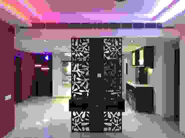 Vatika City - Gurgaon Modern corridor, hallway & stairs by Radian Design & Contracts Modern