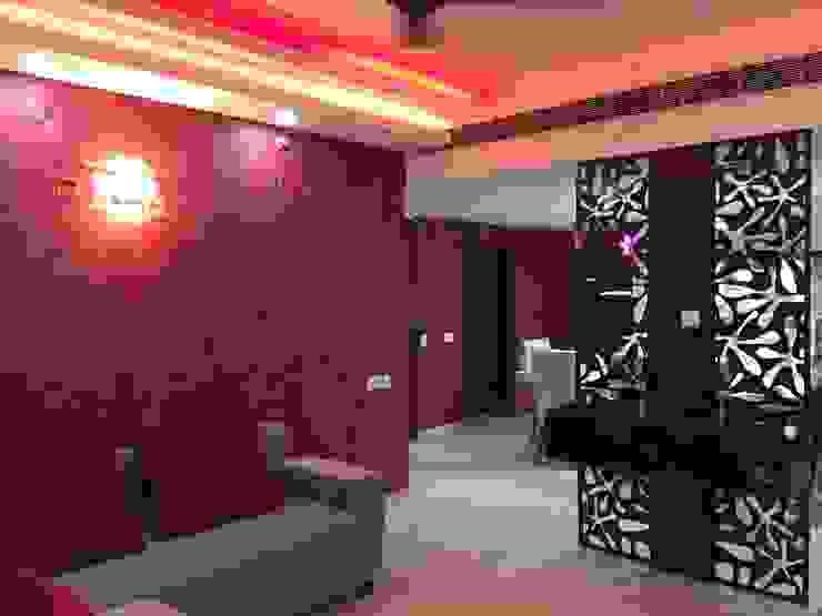 Vatika City—Gurgaon Modern corridor, hallway & stairs by Radian Design & Contracts Modern