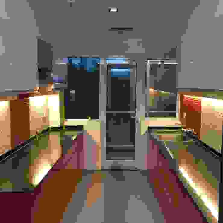 Vatika City—Gurgaon Modern kitchen by Radian Design & Contracts Modern