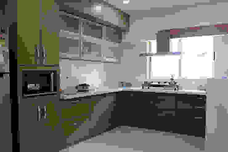 Residential Modern kitchen by Sumer Interiors Modern