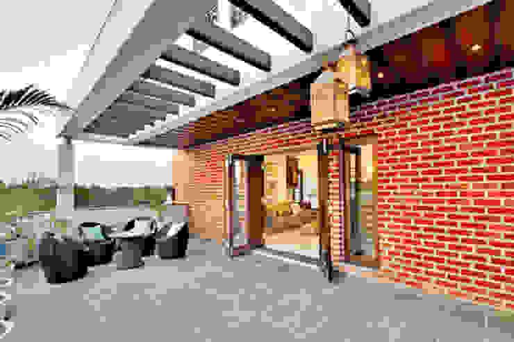 Residential Modern houses by Sumer Interiors Modern