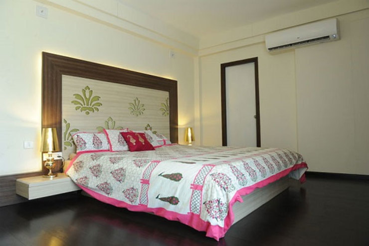 Residential Modern style bedroom by Sumer Interiors Modern