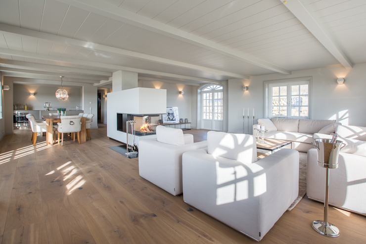 Country style living room by Home Staging Sylt GmbH Country