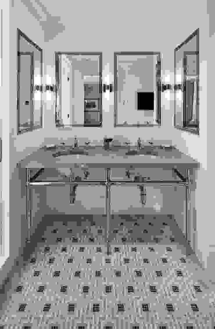 Fifth Avenue Apartment Modern Bathroom by andretchelistcheffarchitects Modern