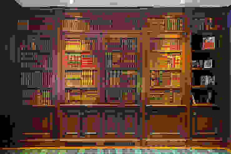 Ruang Studi/Kantor Gaya Eklektik Oleh andretchelistcheffarchitects Eklektik