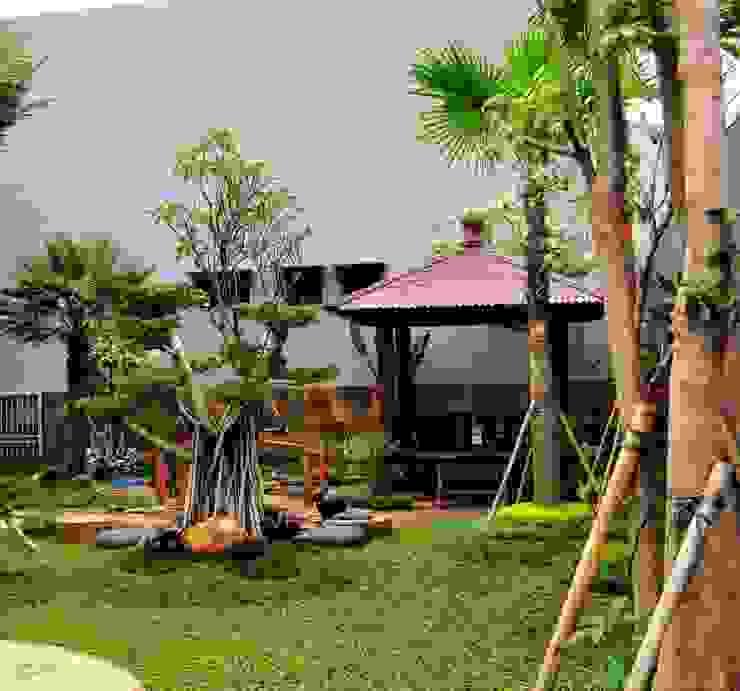 Taman Modern minimalis:modern  oleh TUKANG TAMAN SURABAYA - jasataman.co.id, Modern