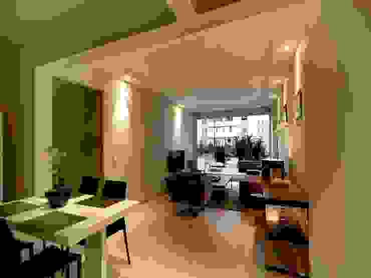Apartamento E.C., Jardins, São Paulo - Vista do Living André Viana Arquitetura Salas de estar modernas Cinza