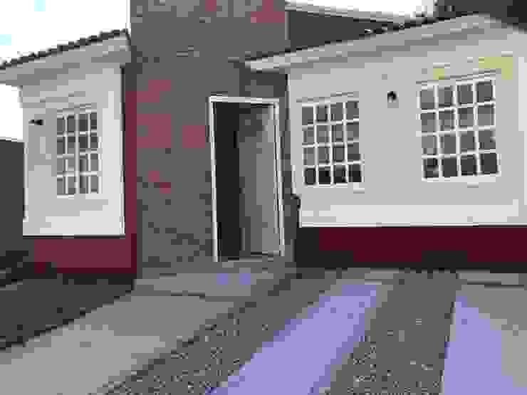 Casas de estilo colonial de LUBAAL construcción y arquitectura Colonial Hormigón