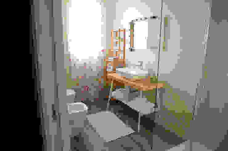 現代浴室設計點子、靈感&圖片 根據 T_C_Interior_Design___ 現代風