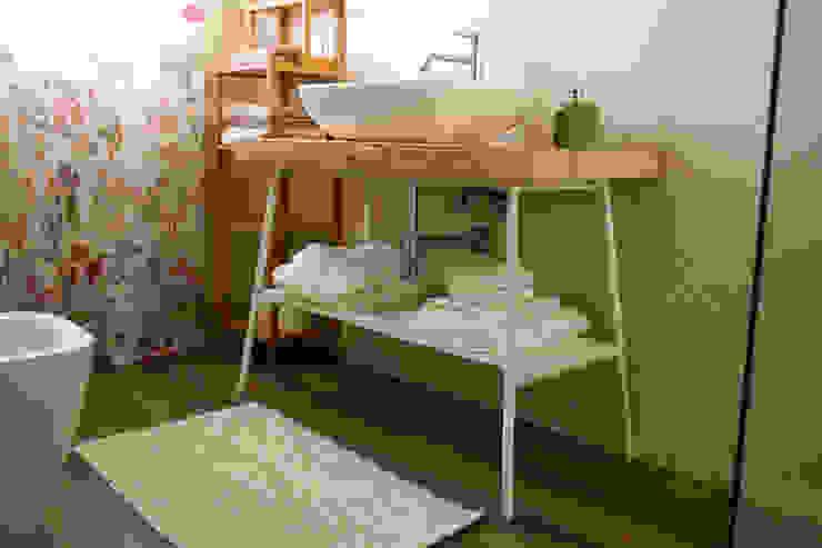 Baños de estilo moderno de T_C_Interior_Design___ Moderno