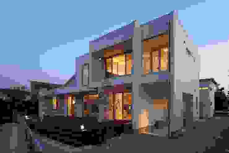 Scandinavian style houses by MITSUTOSHI OKAMOTO ARCHITECT OFFICE 岡本光利一級建築士事務所 Scandinavian