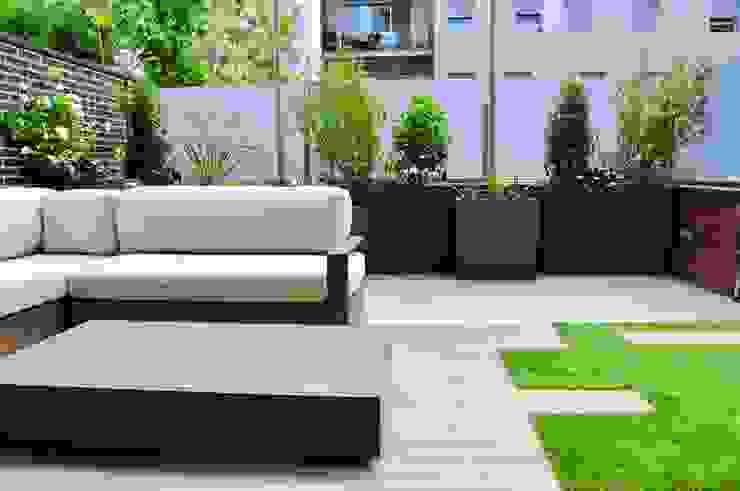 ésverd - jardineria & paisatgisme Balcone, Veranda & Terrazza in stile moderno