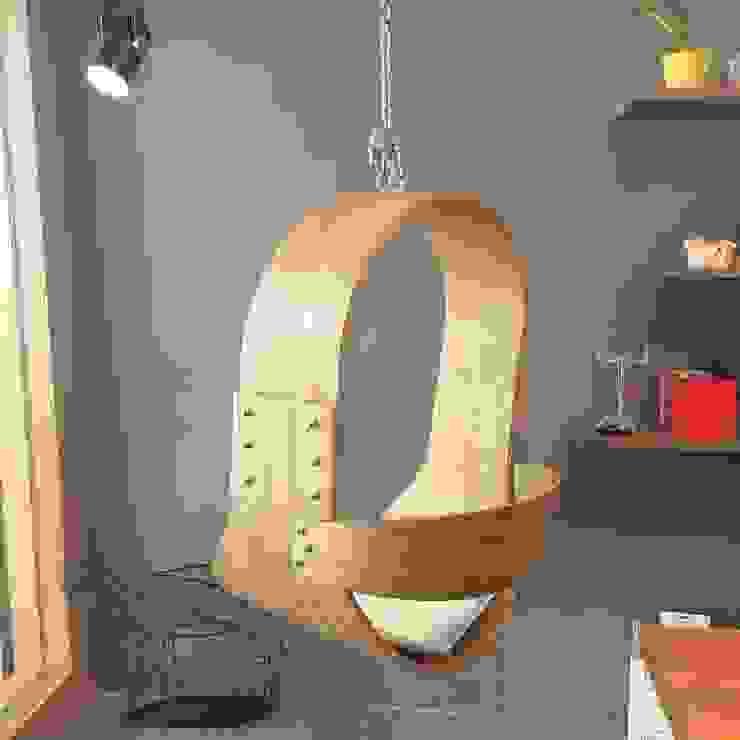 Swing chairs: 極簡主義  by CHENset 陳設, 簡約風 實木 Multicolored