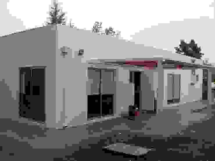 Casas unifamilares de estilo  de homify, Mediterráneo Ladrillos