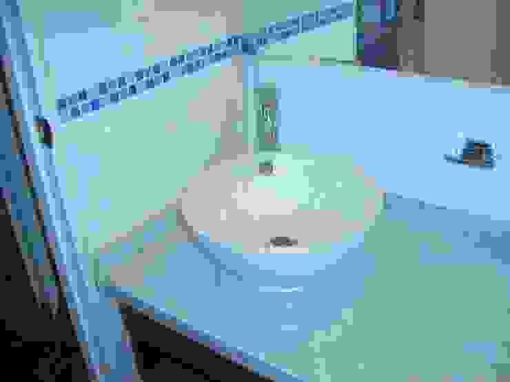 Baños de estilo  de homify, Mediterráneo Azulejos
