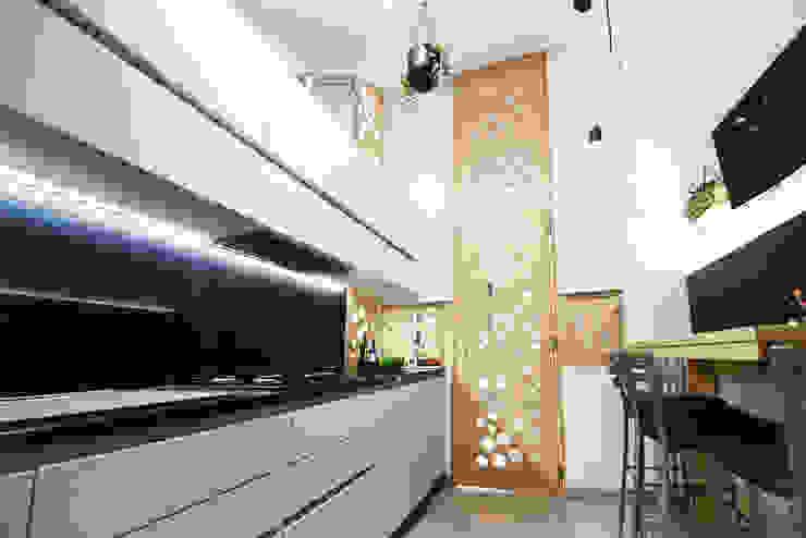 Cucina 02 homify Cucina moderna Legno Bianco