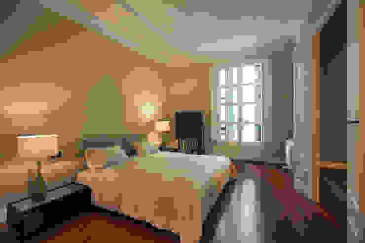 Dormitorios de estilo moderno de Isa de Luca Moderno
