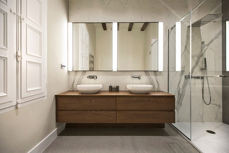 Baños de estilo moderno de Isa de Luca Moderno