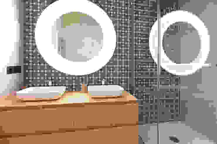 現代浴室設計點子、靈感&圖片 根據 Isa de Luca 現代風