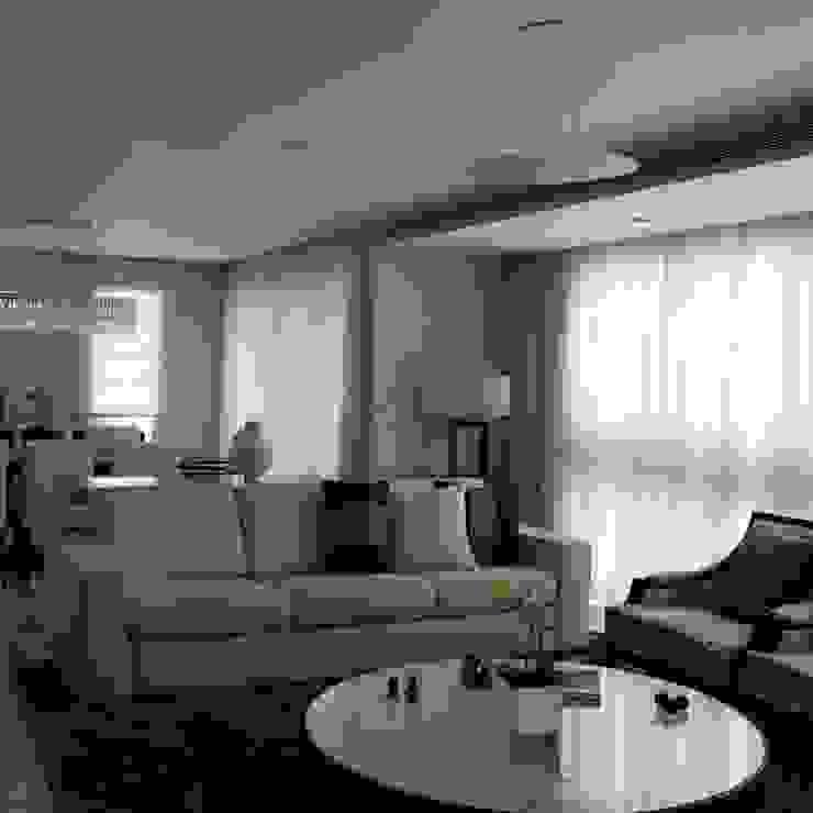 Ruang Keluarga Modern Oleh Ateliê Lochetti Modern