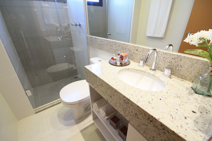 Banheiro suíte Modern Bathroom by MRAM Studio Modern