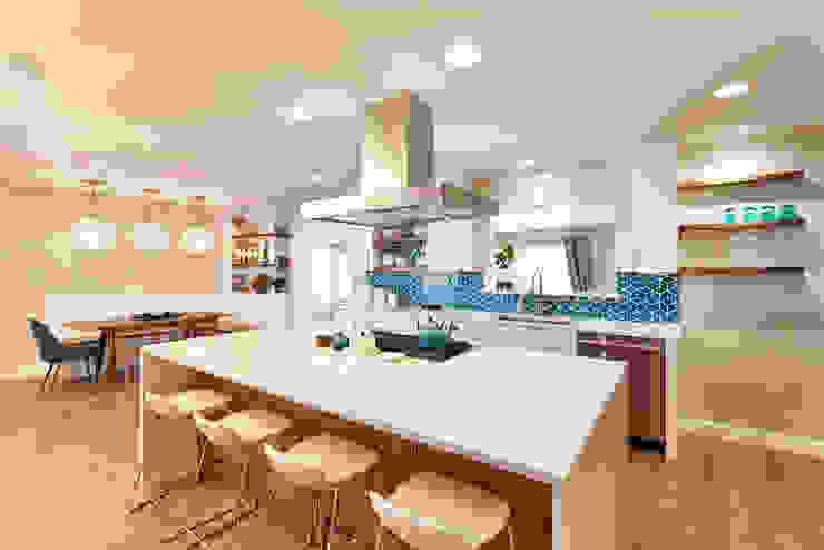 Nhà bếp phong cách hiện đại bởi 328 Design Group Hiện đại Thạch anh