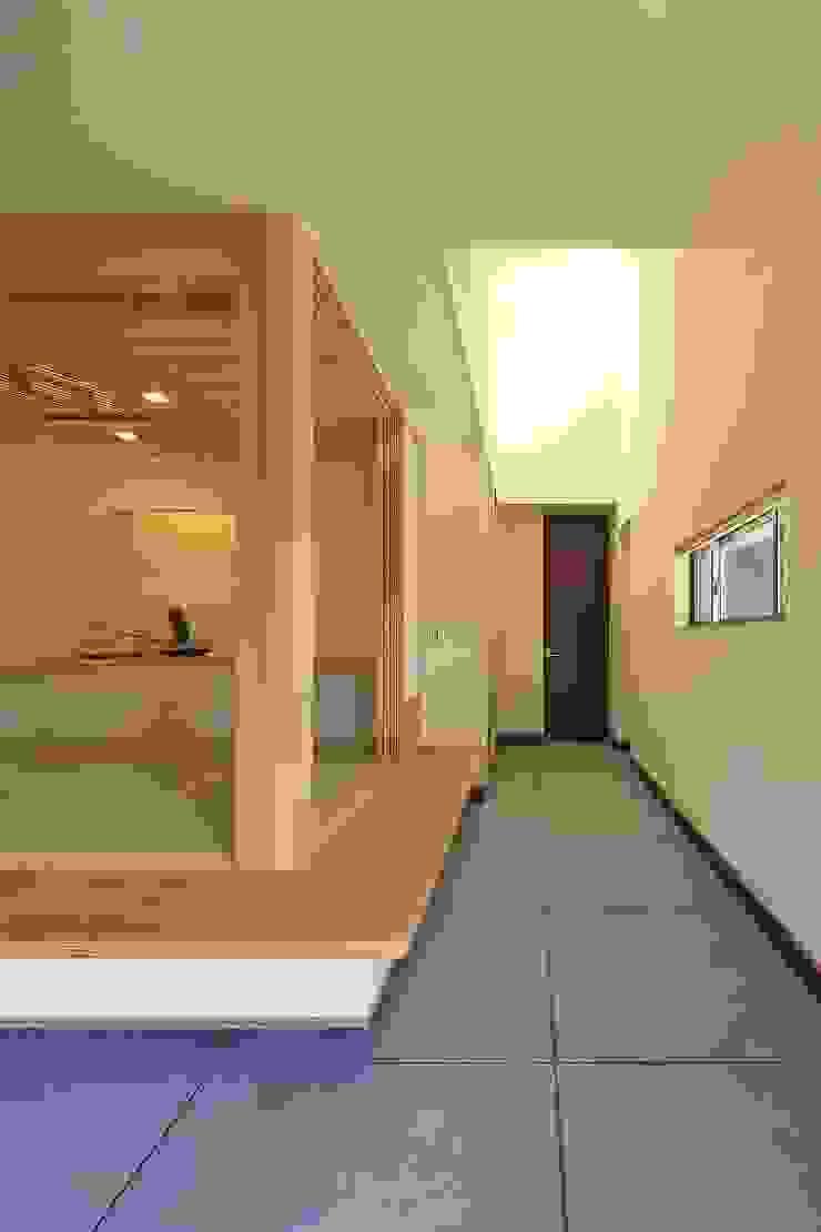 杜の癒しの家 モダンスタイルの 玄関&廊下&階段 の ing-環境設計室 モダン