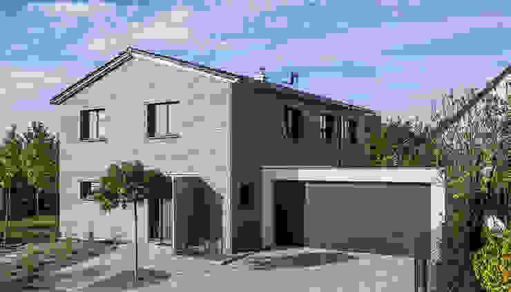 Schlichte Eleganz! von KitzlingerHaus GmbH & Co. KG Modern Holzwerkstoff Transparent