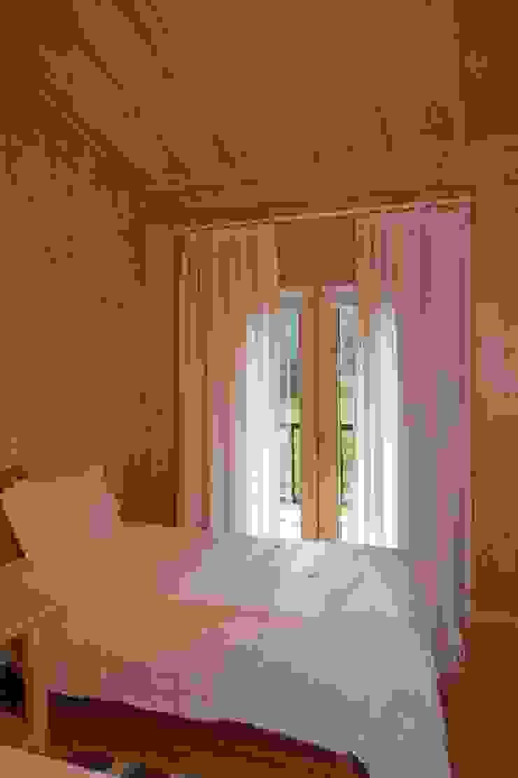 Dormitorios de estilo rústico de Rusticasa Rústico Madera Acabado en madera